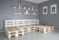 Build a pallet sofa yourself - really that easy?- Paletten-Sofa selber bauen – wirklich so einfach? Build a pallet sofa yourself – really that easy? Diy Sofa, Diy Furniture Couch, Diy Pallet Sofa, Balcony Furniture, Diy Outdoor Furniture, Diy Pallet Furniture, Diy Pallet Projects, Living Furniture, Wooden Furniture