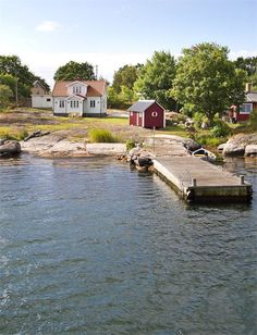 Ideal Swedish summer house, by the water. House In Nature, House By The Sea, Summer Cabins, Beautiful Homes, Beautiful Places, Sweden House, True Homes, Swedish Style, Small Buildings