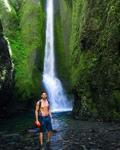Oneonta Gorge in Oregon is one amazing place . Getting there requires wading through chest deep water and dealing with some crowds who came to explore as well... But #aqambassador @chucklepley didn't let that stop him. Photo by @bohemianbroad #liveyourquest #aqwaterproof #waterfall #pnw