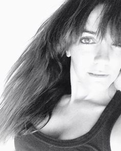 Buenos días mundo! Me chiflan los días así grises en blanco y negro..tienen un encanto especial..huele a café con amigas  a libro a sofá peli y palomitas..a recuerdos infantiles..feliz miércoles!! #blancoynegro #bw #remember #rain #raining #grey #spring #greeneyes #streetstyle #style #mystyle #fashion #fashionista #wednesday #miercoles #week #april #malaga #torremolinos #picoftheday #instagramers #moments #diamonds by sjar73