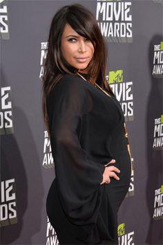 Entre las pancitas más Cosmo se encuentra la de Kim Kardashian. La socialité más famosa del mundo es una de las futuras mamás que acaparan reflectores. Junto con su novio, Kanye West, espera a su primogénito para julio.
