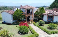 Finca mesa de los santos Cabin, House Styles, Home Decor, Saints, Real Estate, Style, Decoration Home, Room Decor, Cabins