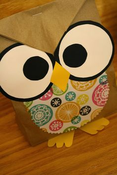 These adorable owl goody bags are a real HOOT! -- Pindid: Not just pinned. Owl Crafts, Crafts For Kids, Paper Crafts, Diy Gift Bags Paper, Miss You Gifts, Wood Badge, Clothespin Bag, Goody Bags, Diy Gifts