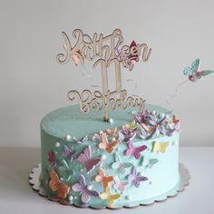 New birthday cake decorating girls fondant ideas Butterfly Birthday Cakes, New Birthday Cake, Butterfly Cakes, Birthday Sweets, Cake With Butterflies, Fondant Girl, Buttercream Fondant, Fondant Cakes, Cake Decorating With Fondant