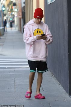 Justin Bieber disconnects from his busy music career as he heads to the spa in West Hollywood | Daily Mail Online