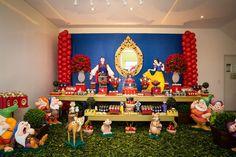 Espaço decorado pela Queiroz de Macedo na festa Branca de Neve