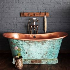 Copper bath tub, to bring country style to your vintage home decor Copper Tub, Copper Bathroom, Diy Bathroom, Bathroom Interior, Copper Shower Head, Baths Interior, Bathroom Tubs, Bathroom Furniture, Bathroom Ideas