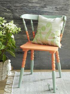 Aus alt mach neu: Hier kommen fünf einfache DIY-Ideen wie Sie Ihren alten Stühlen einen neuen Anstrich verpassen. Nachmachen? Unbedingt!