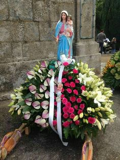 Imagem relacionada Mother is so beautiful until her beauty outshines the roses an flowers. St Therese Of Lisieux, Blessed Virgin Mary, Mother Mary, Flower Arrangements, Catholic, Diana, Religion, Pictures, Faith