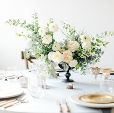 Wedding Table Centres, Wedding Reception Flowers, Floral Wedding, Green Centerpieces, Wedding Table Centerpieces, Wedding Decorations, Cute Wedding Ideas, Wedding Inspiration, Flower Installation