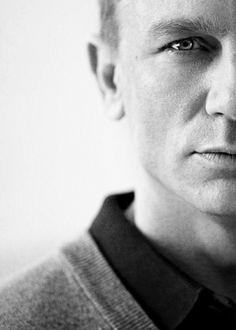 "menskit: "" Nice black and white portrait of the current Bond, Daniel Craig "" Rachel Weisz, James Bond, Pretty People, Beautiful People, Daniel Craig 007, Craig James, Daniel Graig, Cinema, Actrices Hollywood"