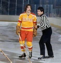 Derek Sanderson compiled 69 penalty minutes in just 8 WHA games. Hockey Shot, Women's Hockey, Hockey Girls, Hockey Players, Hockey Stuff, Baseball, Providence Bruins, Patrick Kane Hockey, Maple Leafs Hockey