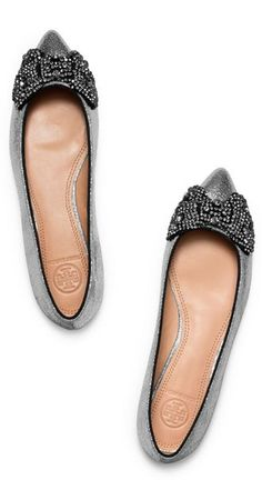 Holiday Must-have bow flats http://rstyle.me/n/devhqn2bn