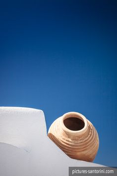 A typical Greek amphora against the deep blue sky. Santorini Island, Architectural Elements, Greece Travel, Beautiful Islands, Deep Blue, Blue And White, Mansion, Campaign, Meet