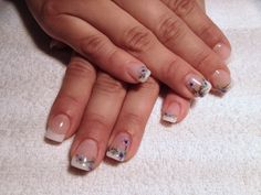One of my lovely brides... She's gonna wear a with dress with a lilac flower on it, so this is the manicure I gave here.