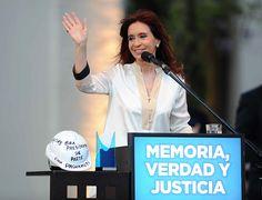 La política de Derechos Humanos no es de un espacio político, es un patrimonio de los argentinos que podemos exhibir al mundo. Recuperación de la memoria, la verdad y la justicia, y de la libertad para que nunca nadie más crea que nos la van a venir a robar porque vamos a luchar por esa libertad -- http://www.cfkargentina.com/inauguracion-de-la-nueva-sede-de-la-secretaria-de-derechos-humanos/