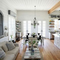 Wow....this is one open, fresh looking farmhouse..... Joanna gaines farmhouse