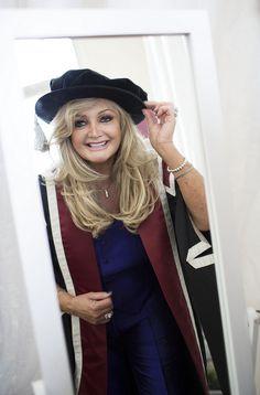 Bonnie Tyler accepts her Honorary Award by Swansea University Famous Musicals, Saint David's Day, Bonnie Tyler, The Pussycat, 80s Music, Swansea, Kylie Minogue, King Queen, Nicki Minaj
