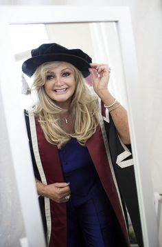 Bonnie Tyler accepts her Honorary Award by Swansea University #bonnietyler  #thequeenbonnietyler #therockingqueen #rockingqueen #2013 #wales #swansea #swanseauniversity #honorarydegree #music #rock