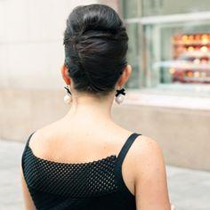 Breakfast at Tiffanys vintage hair tutorial ~ the chic updo.