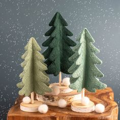 Mini Felt Christmas Tree with Embroidery - Lia Griffith - - Mini trees are a popular Christmas decoration that are simple to make. So before you buy any, we say try making this felt Christmas tree first! Diy Snowman Decorations, Felt Christmas Decorations, Felt Christmas Ornaments, Quilted Ornaments, Decoration Crafts, Yule Decorations, Christmas Projects, Holiday Crafts, Christmas Holidays