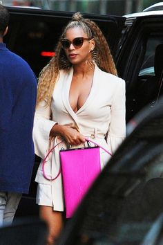Beyonce went OFF this weekend, and spilled some of her own tea. Ever since Lemonade - we all knew that Jay Z cheated on his wife Beyonce. Well now Bey is Beyonce Knowles Carter, Beyonce And Jay Z, Beyonce Pics, Beyonce Braids, Meghan Markle, Off White, Brigitte Macron, Beyonce Style, Blue Ivy