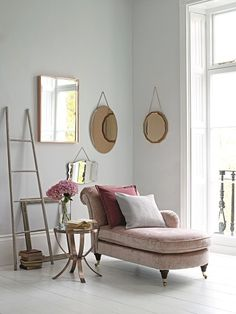 Eyeing up this chaise longue for my girl cave, if we ever get round to decorating that room: A sprinkle of pink Chez Lounge, Lounge Chairs, Home Suites, Wrought Iron Patio Chairs, Cosy Corner, Rich Home, Best Desk, Pink Sofa, Luxury Living