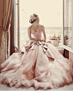 Very pretty,  bride or bridesmaid