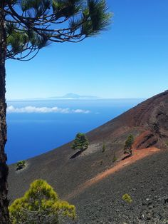 A lot has been written about La Palma and there are a lot of websites with a lot of information about this special island. La Palma Canary Islands, Phuket, Great Places, Beautiful Places, Santa Cruz Camping, Valencia, Camping Lights, World Pictures, Spain And Portugal