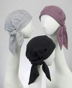 Chemo scarves for cancer patients with advantages of chemo hats. Comfortable headwear made from cotton, essential for chemo patients. These cancer hats have all the appeal of a scarf and are sized for women with hair loss. Sewing Hacks, Sewing Tutorials, Sewing Patterns, Fabric Crafts, Sewing Crafts, Sewing Projects, Scarves For Cancer Patients, Baby Hut, Techniques Couture