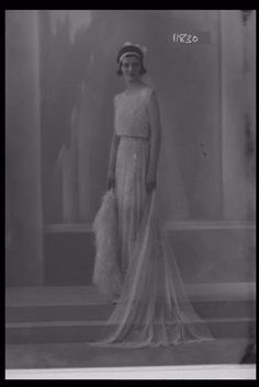 Glass Half Plate Image of Miss R. Bingham modelling a court presentation dress. Published in the Evening Standard. Production Date: ID no: Speakeasy Wedding, Great Gatsby Wedding, Vintage Love, Vintage Ladies, 1930s Dress, London Museums, Art Deco Fashion, Vintage Outfits, Presentation