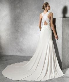 TORI, vestido de noiva original com decote em barco | Pronovias