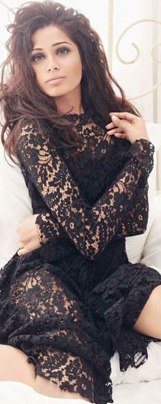 Freida Pinto in Classic Lace S. is listed (or ranked) 7 on the list Hottest Freida Pinto Photos Uñas Fashion, Fashion Beauty, Fashion Sites, Indian Fashion, Selena, Freida Pinto, Instyle Magazine, Lace Dress Black, Lace Dresses