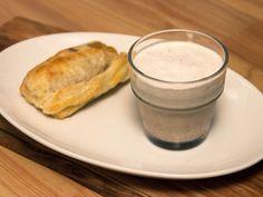 Smördegsbakad brieost med glass och hjortronsylt   Recept från Köket.se