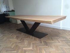 Een overzicht van de boomstamtafels van Slob Hout. Met een boomstamtafel haalt u een ontzettend gaaf meubelstuk in huis!