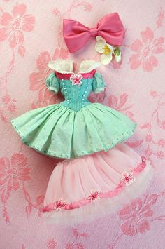 For Chrissy ≈ Snow White ≈ Blythe clothes for dolls : tutorial : Kikihalb ♧ Forest~Tales ♧ Sewing Doll Clothes, Sewing Dolls, Doll Clothes Patterns, Barbie Clothes, Clothing Patterns, Doll Crafts, Diy Doll, Blythe Dolls, Girl Dolls