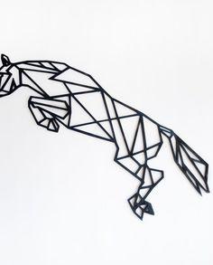 Alle paardenliefhebbers opgelet! je favoriete dier als stoere blikvanger aan de wand, wie wil dat nou niet? Het geometrische springpaard is verkrijgbaar in meerdere kleuren. Standaard is blank Russisch berkenhout, maar ook zwart/copper of een andere kleur behoort tot de mogelijkheden. afm. 117x 46 cm String Art, Line Drawing, Zentangle, Stained Glass, Digital Prints, Decoration, Sculpture, Filet Crochet, Tattoos