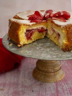 Vanilla cake stuffed with ricotta & strawberries Call the Cook Greek Sweets, Cake Bars, Dessert Recipes, Desserts, Winter Food, Cake Cookies, Ricotta, Vanilla Cake, French Toast