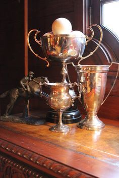 Decorating With Vintage Trophy Cups – Dekorieren mit Vintage Trophy Cups – English Country Manor, English Style, French Style, French Country, Equestrian Decor, Equestrian Style, Vintage Silver, Antique Silver, Tarnished Silver