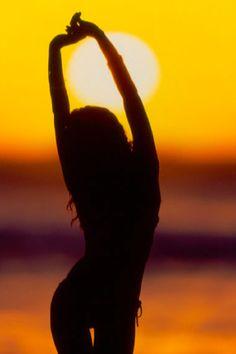 Sunshine Shine on Silhouette in a tiny bikini Mixed Media Photography, Beach Photography, Creative Photography, Travel Photography, Fashion Photography, Tumblr Travel, Shotting Photo, Sunset Silhouette, Girl Silhouette