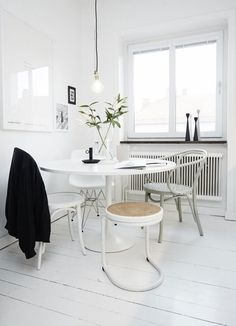 Scandinavische interieurs staan bekend om hun witte basis.