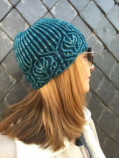 Rosenkranz pattern by Katrin Schubert | malabrigo Arroyo in reflecting Pool and madelinetosh tosh dk blue