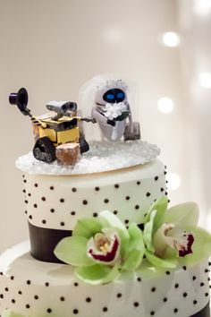Wall-e and Eve cake topper