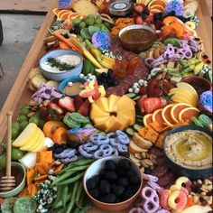 Appetizers For Kids, Appetizers Table, Appetizer Dinner, Appetizer Recipes, Halloween Appetizers, Charcuterie Recipes, Charcuterie And Cheese Board, Charcuterie Platter, Crudite Platter