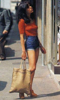 clothes Girls in denim fashion 60s And 70s Fashion, 70s Inspired Fashion, Moda Fashion, Denim Fashion, Retro Fashion, 70s Women Fashion, Fashion Shorts, Seventies Fashion, Street Fashion
