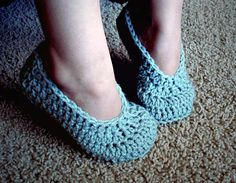 As a follow-up to my Simple Toddler Slippers, I wanted to tackle a child sized pair. These are scaled up to fit a child size 10 - 2 (US measurements). Keep in mind that they will stretch to fit! Th...