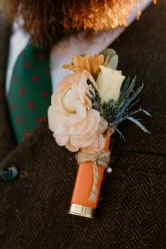 Shotgun boutonniere Orange Blossom Bride | Orlando Wedding Blog #orlandowedding #sunnyacreslodge #bohowedding #rusticwedding #westernboho Lodge Wedding, Wedding Groom, Boho Wedding, Rustic Wedding, Wedding Flowers, Wedding Day, Groom And Groomsmen Looks, Orlando Wedding, Boutonnieres