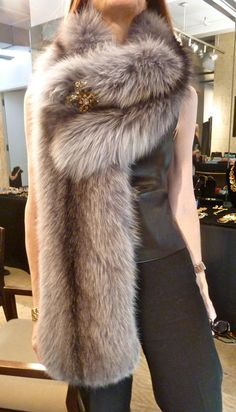 Oscar de la Renta fur stole..FAUX, of course.