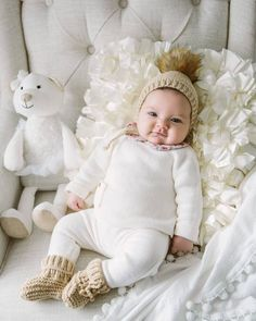 Precious set every baby should to have, pom pom bonnet/hat and booties for your little miracle Cute Kids, Cute Babies, Baby Kids, Baby Boy Photos, Baby Pictures, Newborn Photos, Baby Girl Snowsuit, Baby In Snow, Retro Mode
