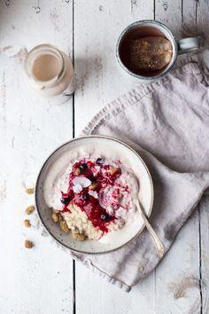 luxury oatmeal with banana cashew milk & berries, (gf + v).